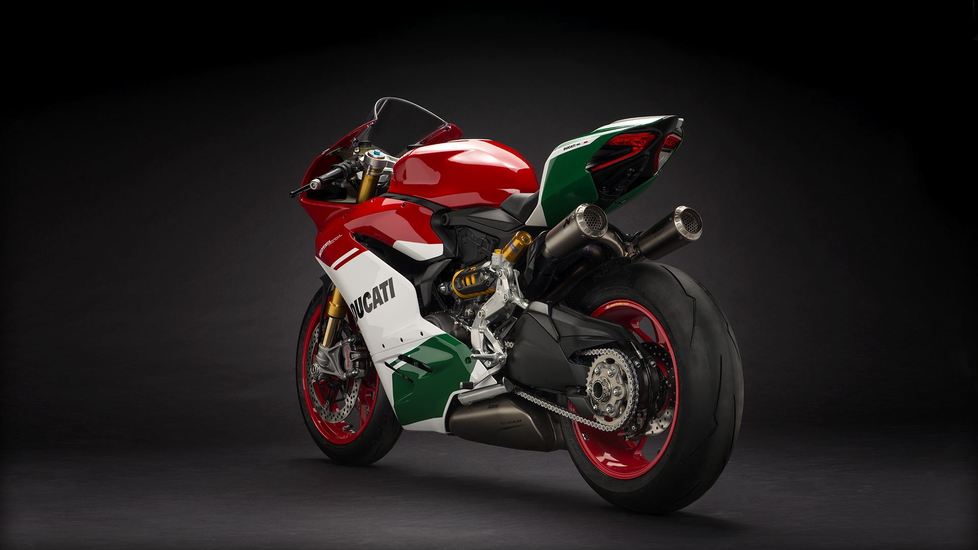 Panigale_Final-Edition_2018_Studio_FE_F01_Gallery_1920x1080.mediagallery_output_image_[1920x1080]