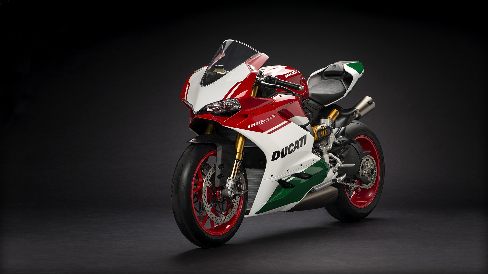 Panigale_Final-Edition_2018_Studio_FE_H01_Gallery_1920x1080.mediagallery_output_image_[1920x1080]